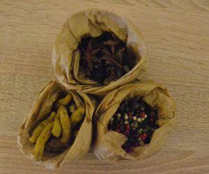 Curcuma, anis e 5 pimentas